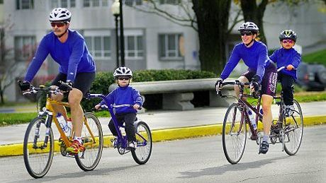 sFamily_on_Bicycles